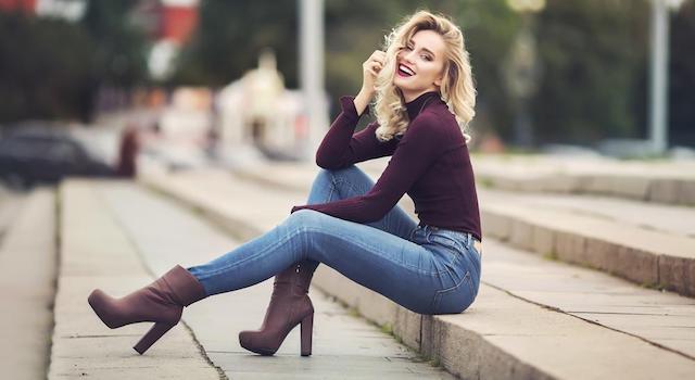 trabaja como escort en Barcelona, Madrid y España, chica contenta